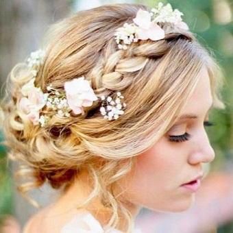 【ヘアアレンジ】誰でも簡単にできる!かわいいまとめ髪特集のサムネイル画像