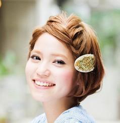 【どうやってるの?】ショートヘアの簡単編み込みヘアアレンジのサムネイル画像