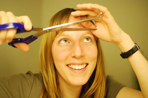 切りすぎてしまった前髪を一日でも早く伸ばす方法教えます!のサムネイル画像