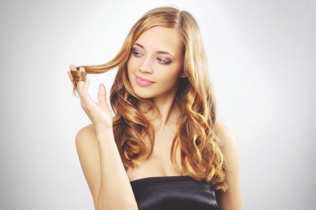 コテが苦手でも巻き髪が作れる!カーラーやカーラー代用品をご紹介のサムネイル画像