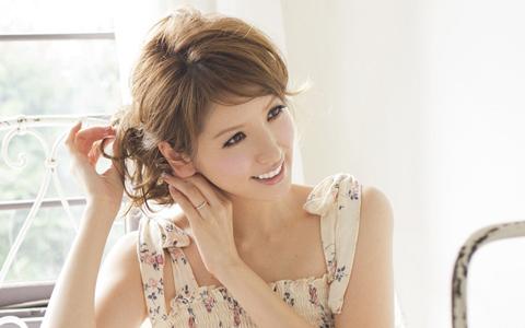 30代の女性にピッタリ!ワンランク上のこなれヘアアレンジ方法のサムネイル画像