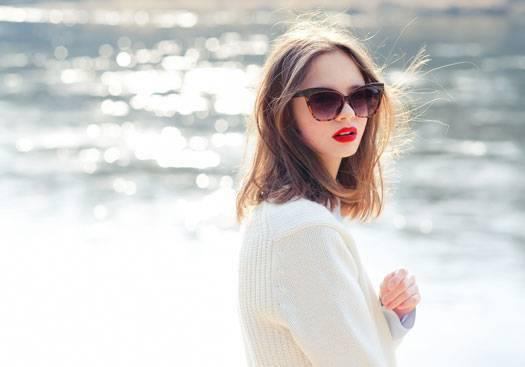 【大人女子にオススメ】セミロングの前髪なしスタイルで完全美人♡のサムネイル画像