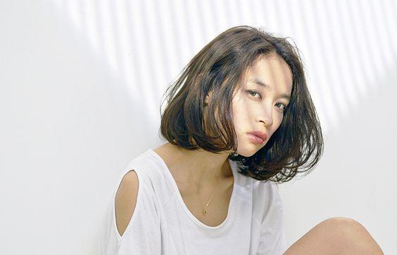 黒髪ボブで垢抜けヘアに♡流行の黒髪ショートボブの髪型&アレンジ集のサムネイル画像