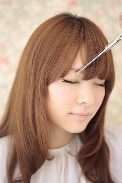これでわざわざ美容室にいかなくても大丈夫!簡単前髪の切り方講座♡のサムネイル画像