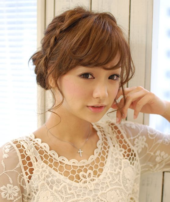 結婚式におすすめの大人可愛いヘアアレンジ〜ボブスタイル編〜のサムネイル画像