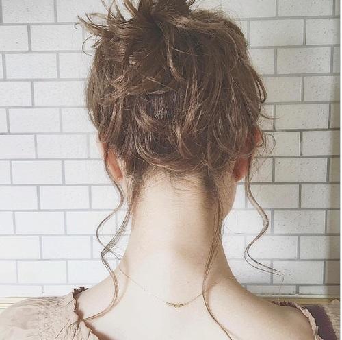 【ロングの人必見!】髪の毛の簡単アレンジ方法をご紹介です。のサムネイル画像