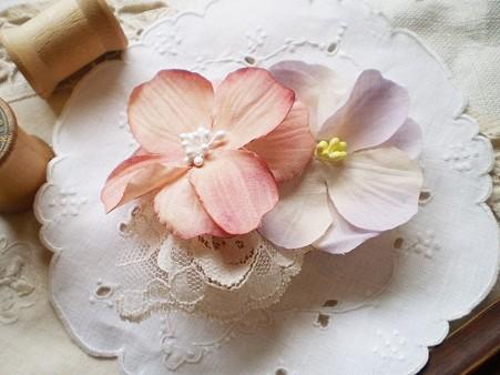 花がついているだけで大人可愛い花嫁になるヘッドドレス画像集のサムネイル画像