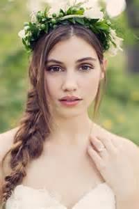 あなたは何色に決めた?カクテルドレスにおすすめのキュートな髪型集のサムネイル画像