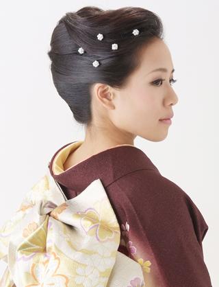大人の女性から可愛い系まで!訪問着に合うヘアスタイルをご紹介のサムネイル画像