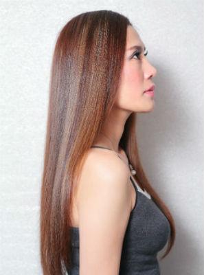 一度は憧れるサラサラヘア。縮毛矯正とストレートパーマの違いって?のサムネイル画像
