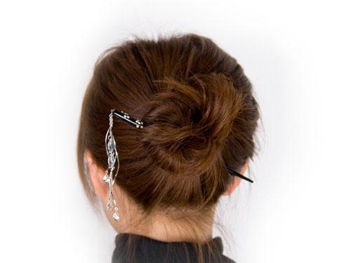 一本あればとっても便利!かんざしの簡単かわいいヘアアレンジ法のサムネイル画像