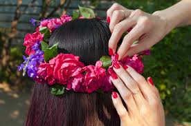 ウェディングドレスをもっと可愛く♪花冠を付けたヘアが可愛すぎる♡のサムネイル画像
