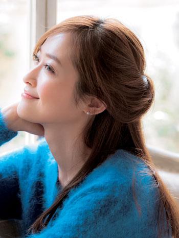 ハーフアップをヘアアレンジして可愛くなろう♡素敵アレンジ♡のサムネイル画像