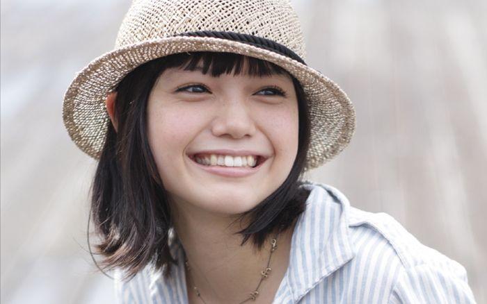 愛くるしい笑顔をより引き立てる!宮崎あおいのショートヘア特集のサムネイル画像