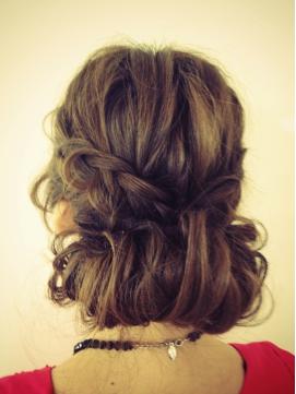 【長さ別】結婚式にしていきたい髪型を紹介します!可愛さ満点!のサムネイル画像