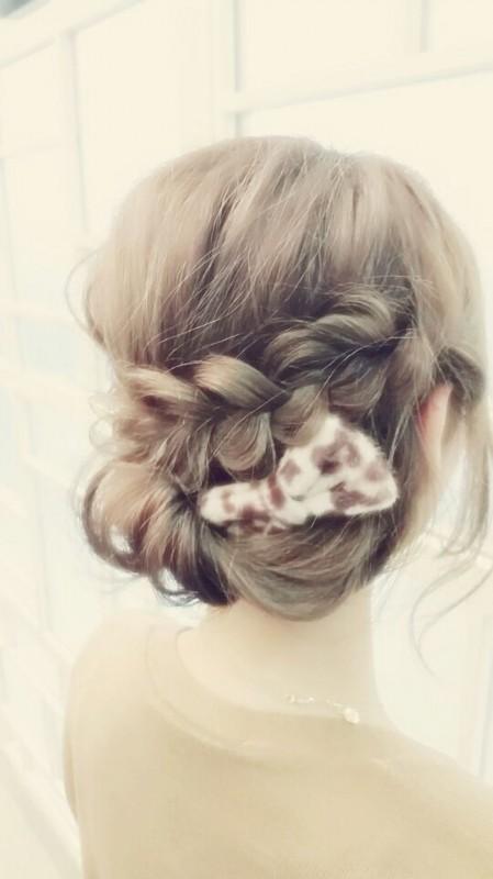女の子らしさ満点!フィッシュボーンや編み込みでつくる春のまとめ髪のサムネイル画像