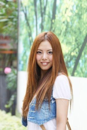 ロングのストレートが清楚で素敵♡ヘアアレンジも魅力的です♡のサムネイル画像