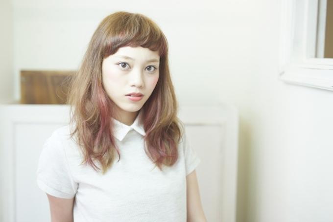 春のインナーカラーで女子力アップ♪ロングのインナーカラーまとめ。のサムネイル画像