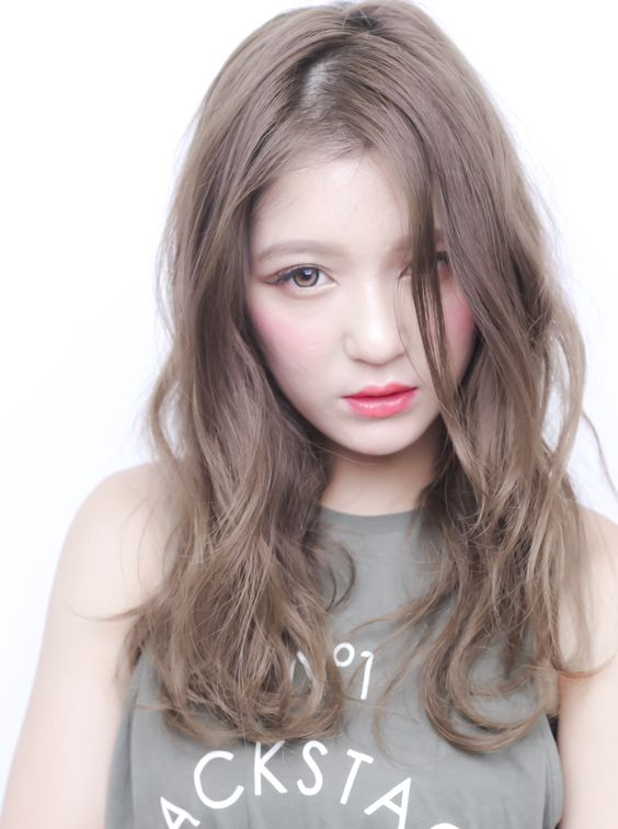 ミルクティーアッシュは女らしくなれる髪色♡人気のスタイルご紹介!のサムネイル画像