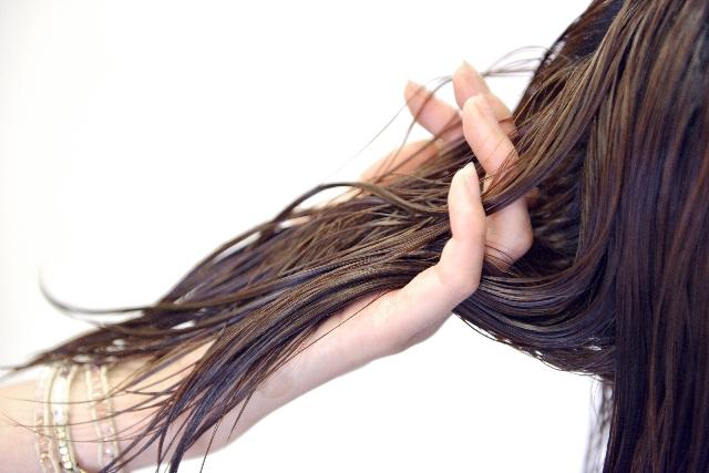 なぜ?髪がすぐバサバサになってしまう!バサバサの原因と対策とはのサムネイル画像