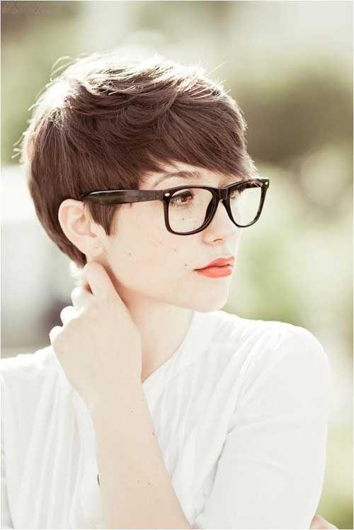 〈髪型〉クールでかっこいい海外女性風の魅力的なショートスタイルとはのサムネイル画像