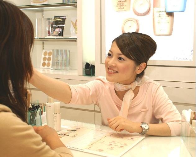目指すは美容部員のように上品で清楚な女性♪おすすめの髪型特集のサムネイル画像