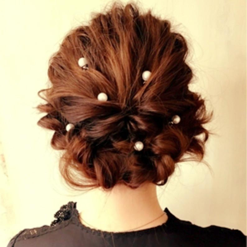 ミディアムへアの結婚式アレンジ☆上品華やかヘアで式に出席しよう!のサムネイル画像