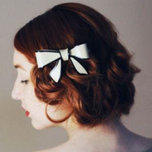 〈使い方〉バレッタを使ったヘアアレンジスタイルや使用方法をご紹介のサムネイル画像