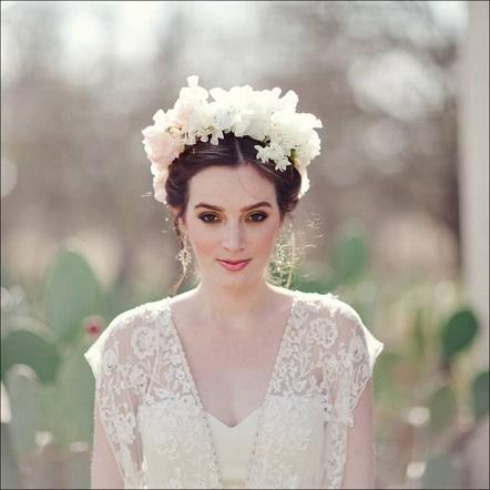 a0825fc4b06d8 結婚式の髪型はアップorダウン?迷いますね。招待客も同じですね?|MARBLE  マーブル