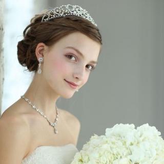 世界一ステキな花嫁さんに☆結婚式用セミロングで出来る髪型♪のサムネイル画像