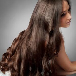長くてキレイな髪は女子の憧れ!1日でも早く髪をキレイに伸ばす方法のサムネイル画像