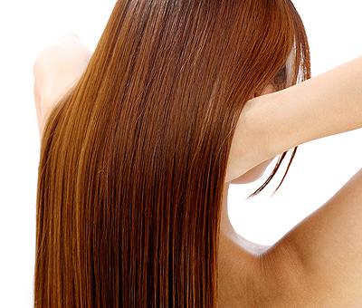 アイロンでサラサラの髪をゲット!綺麗なストレートヘアを作るには?のサムネイル画像