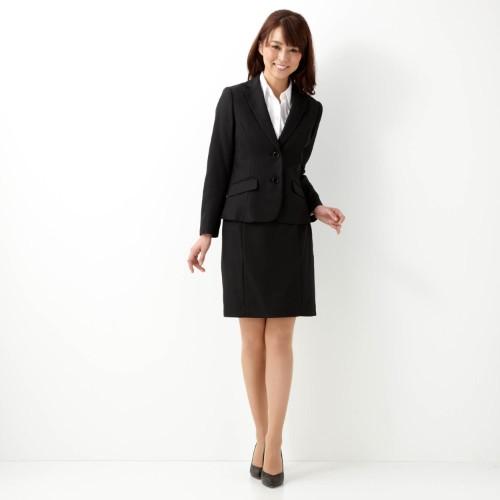 入社式に着て行くスーツはコレに決まり♡好印象を与えるスーツ選びのサムネイル画像