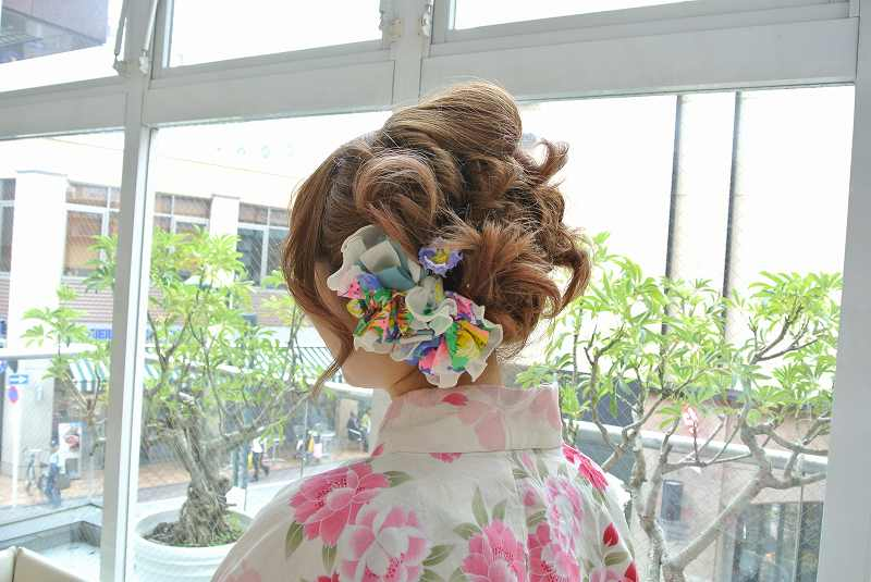 かわいいヘアアクセをつけて、浴衣を着て、夏祭りに行かなくちゃ♪のサムネイル画像