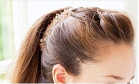 【20代女性の髪の毛が薄い理由とは!!】原因と対策を紹介!のサムネイル画像