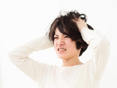前髪の縮毛で悩んでいる人必見★ 縮毛矯正 くせ毛直し方法ご紹介!のサムネイル画像