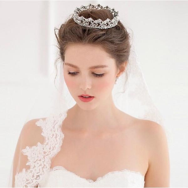 プレ花嫁さん必見!ウエディングの髪飾りにはどんなものがあるの?のサムネイル画像