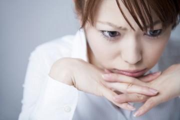前髪の白髪が目立ってしまう…どうして前髪に白髪が多く生えるの?のサムネイル画像