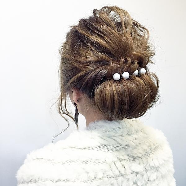 結婚式にお呼ばれされたら?髪型のマナーとオススメの髪型をチェックのサムネイル画像