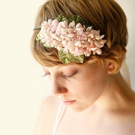 花嫁におすすめ髪型アレンジ集【アクセサリーで魅力的なショート編】のサムネイル画像