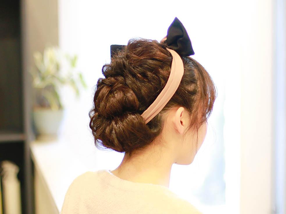 初心者さんも簡単に出来る、編み込みで作るヘアアレンジ方法のサムネイル画像