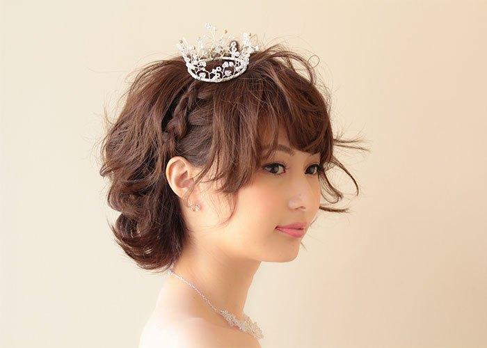 結婚式で花嫁さんはお姫様!ティアラを使った花嫁さんの髪型のサムネイル画像
