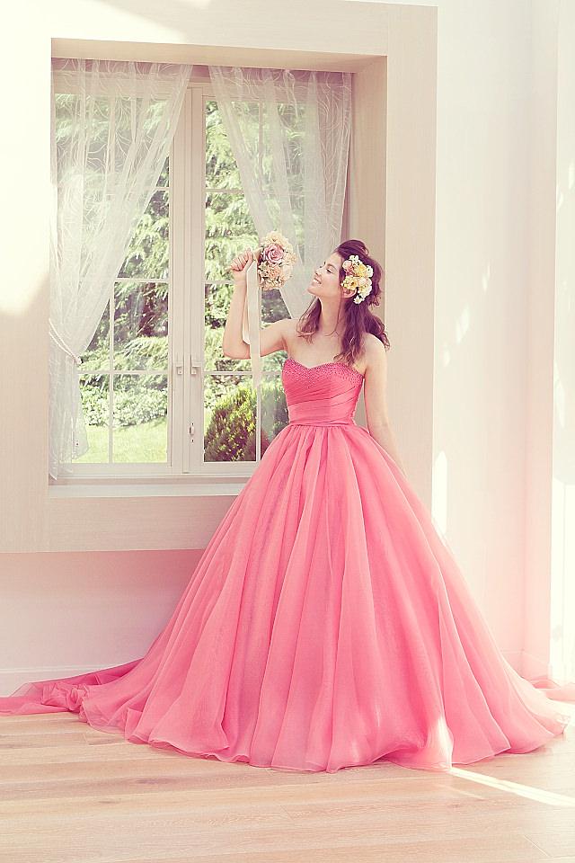カラー別!カラードレスに合うウェディングヘアースタイルまとめのサムネイル画像